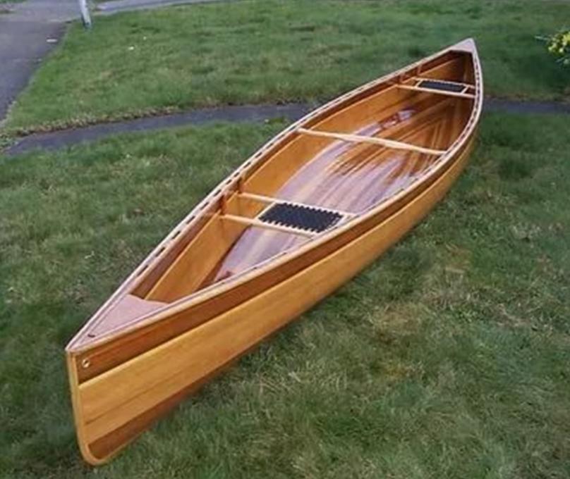 Лодка готовая к спуску на воду