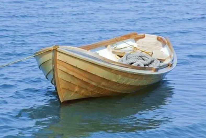Лодка готовая к морским прогулкам