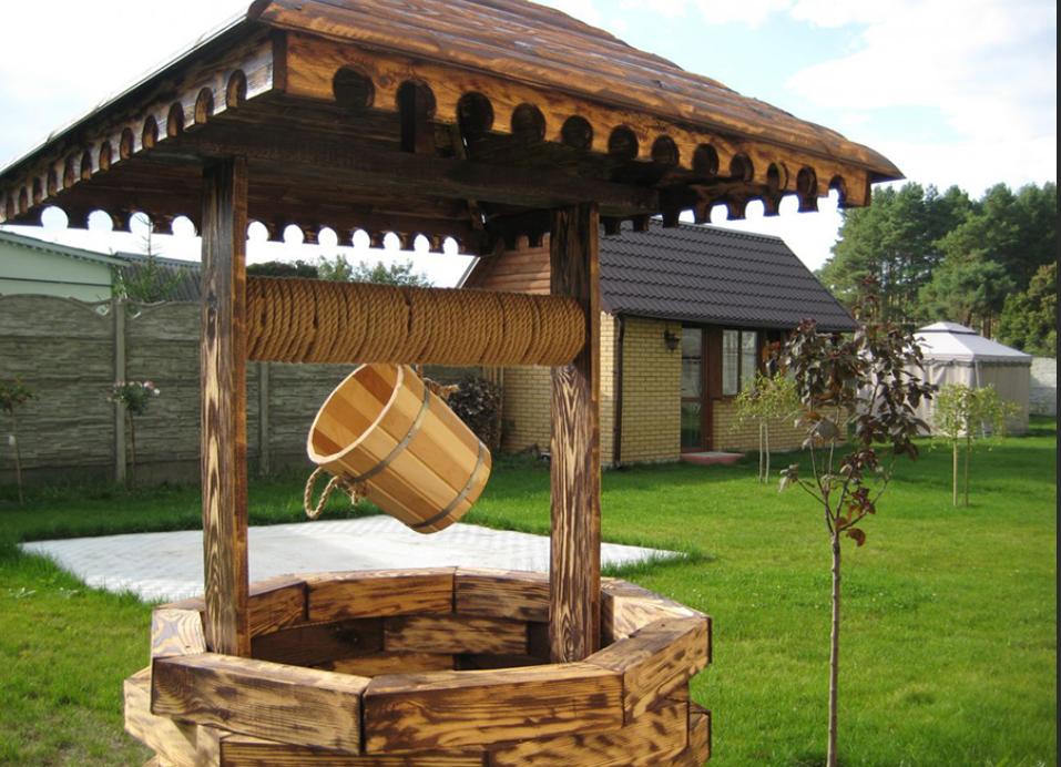 Колодец, отделанный деревянным брусом