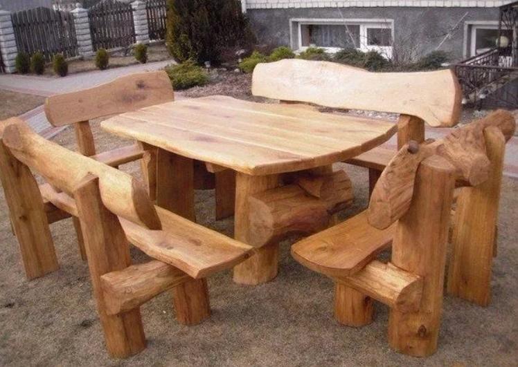 Стол и кресла из дерева