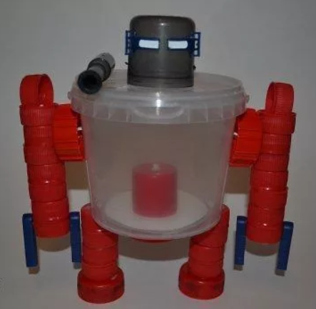 Робот из ведерка