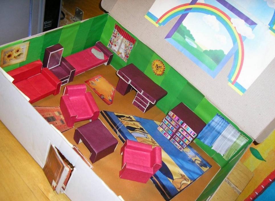 Комната с мебелью для кукол