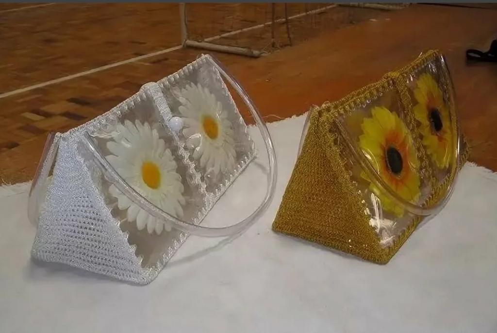 Треугольная сумочка