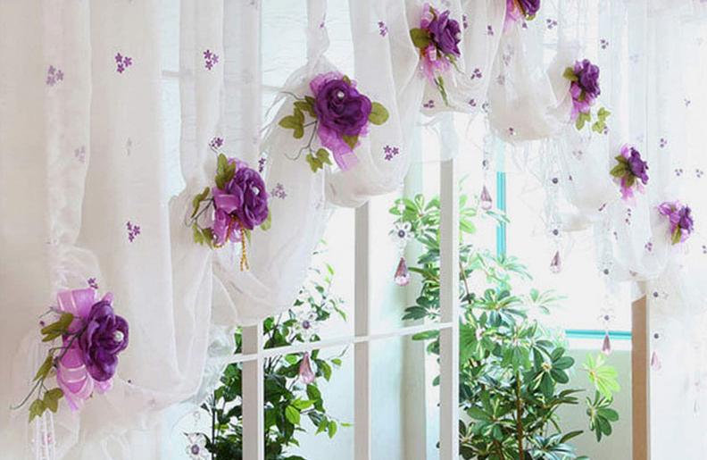Украшенные шторы цветами
