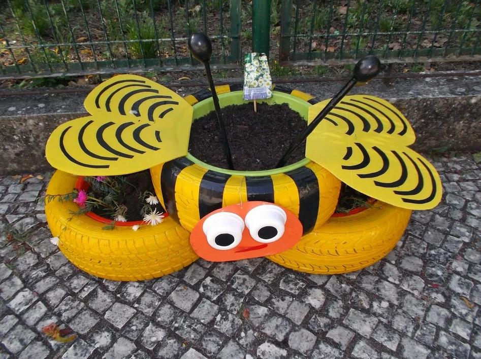 Клумба пчела