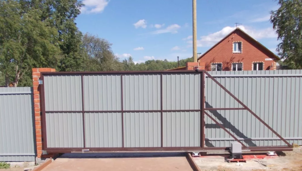 Ворота обшитые металлопрофилем