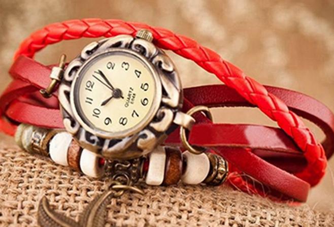 Наручные часы с кожанным ремешком