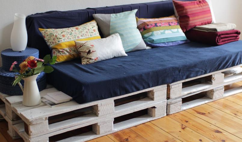 оригинальное декорирование дивана