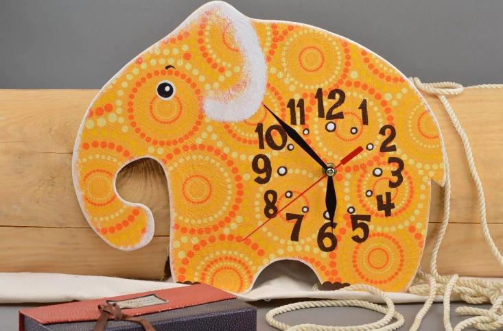 Часы в виде слоника