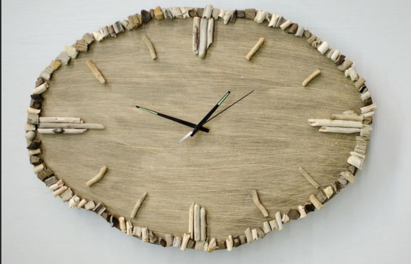Часы в стиле минимализм