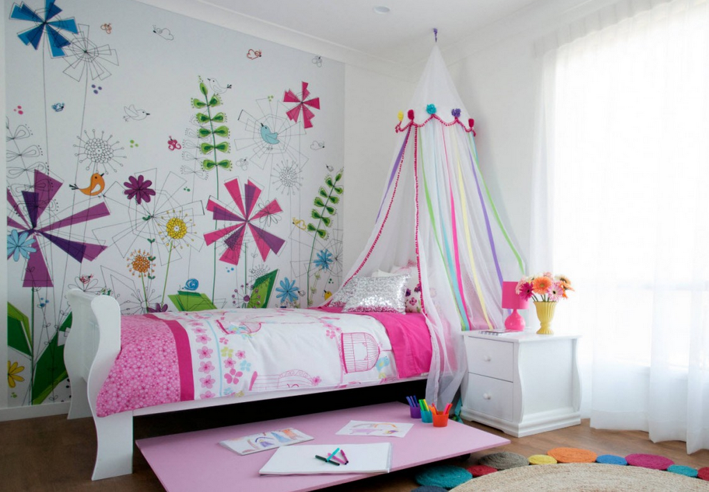 Кровать с шатром