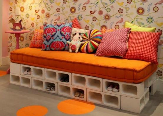 диван из кирпичей