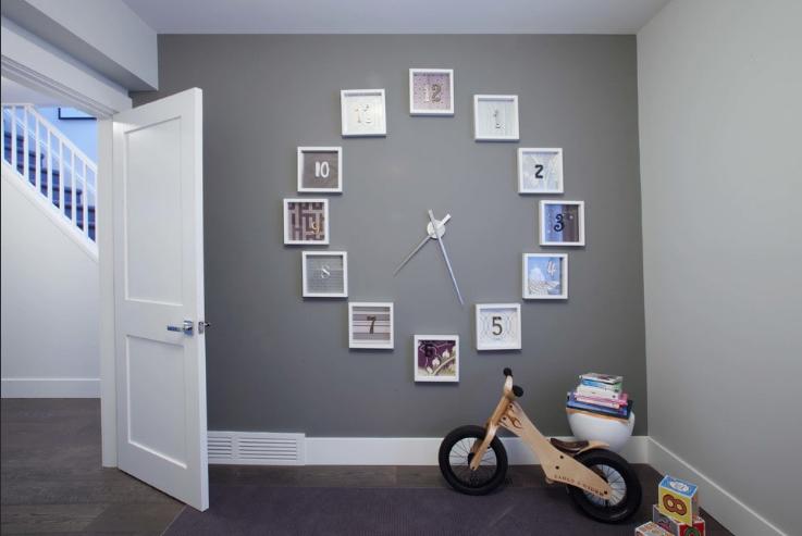 Часы в коридоре