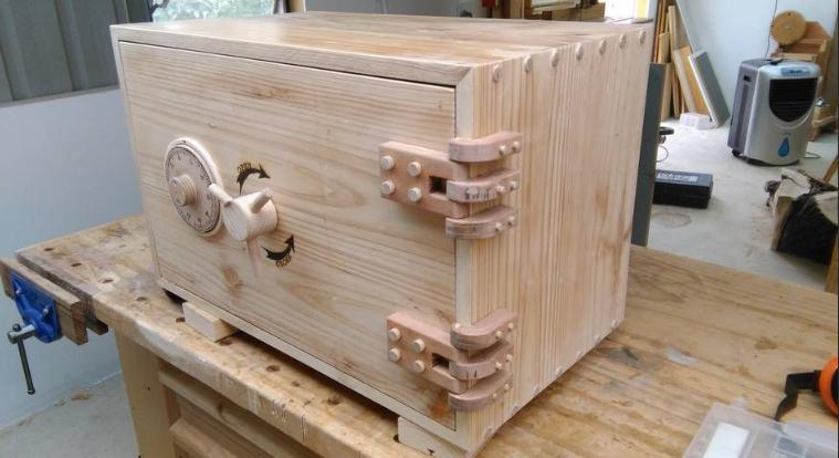 деревянный сейф