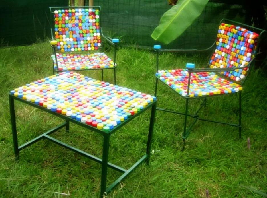 Для оформления стола и стульев