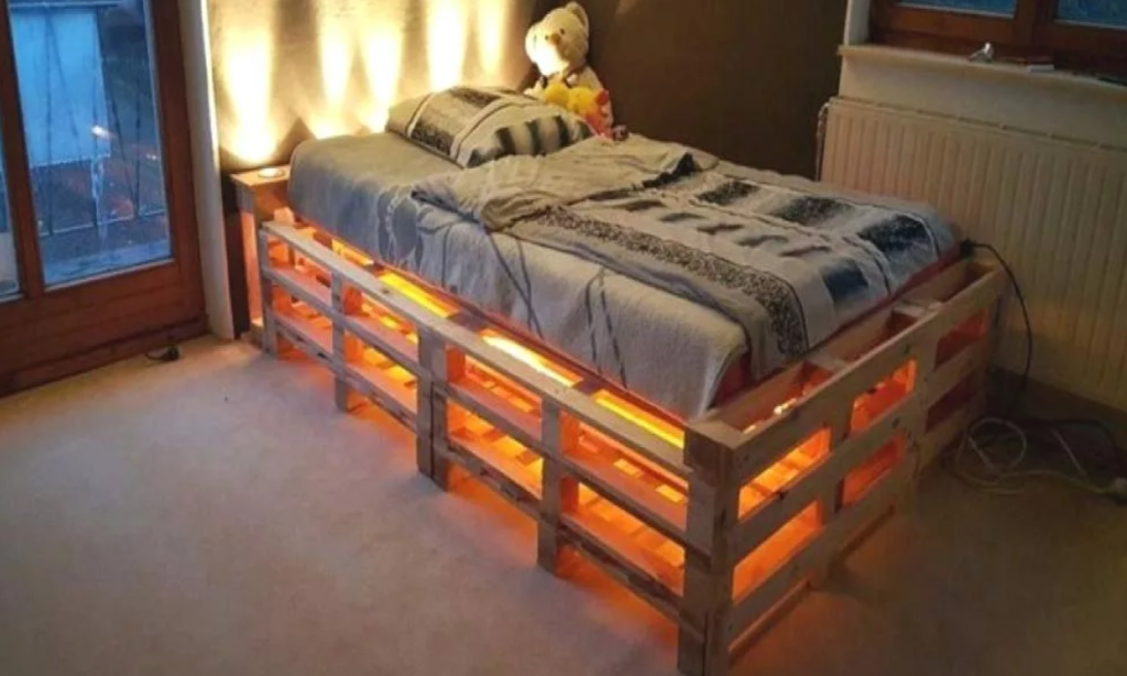 Кровать на поддонах