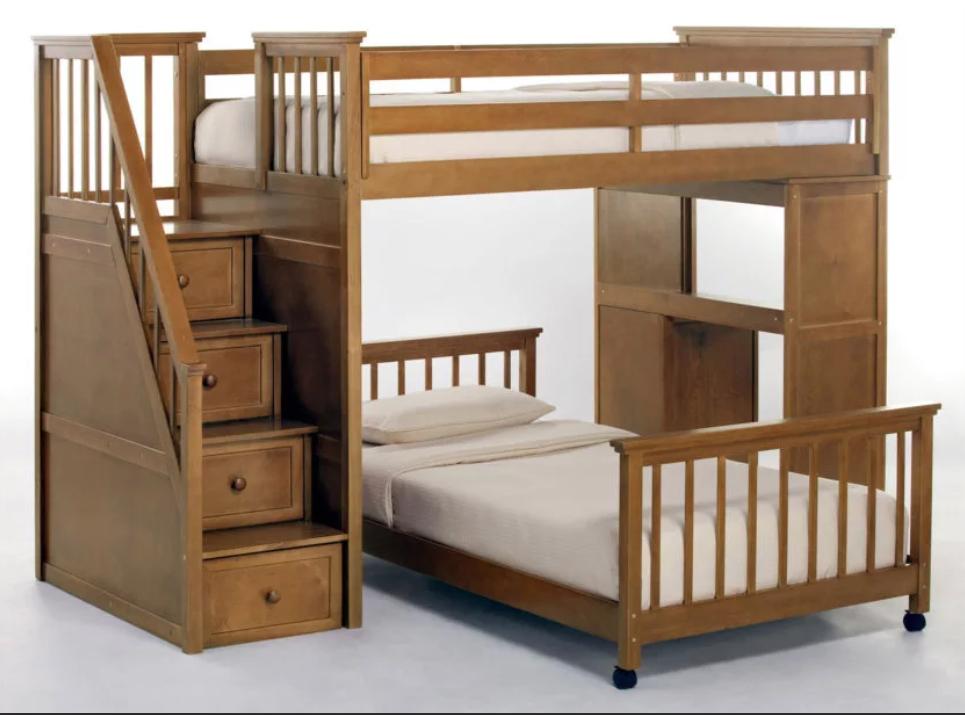 Два этажа с разными видами кровати