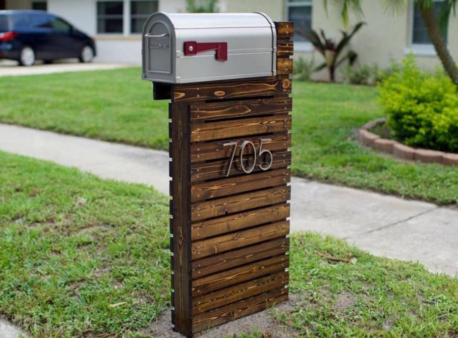 Ящик на деревянной ножке