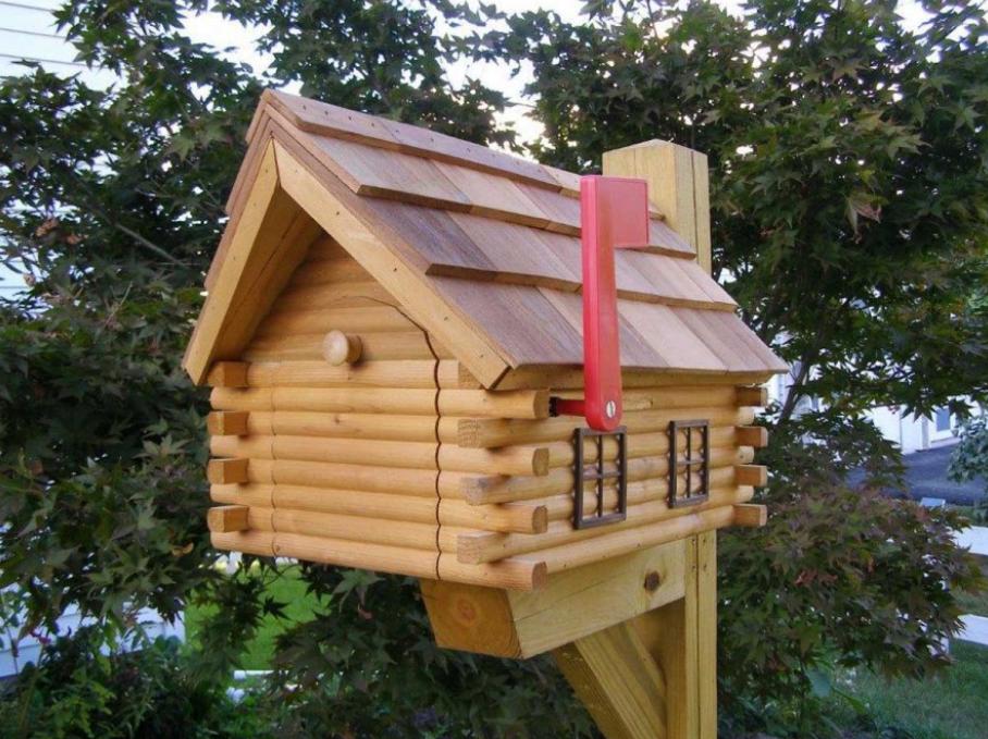 Деревянный домик для писем
