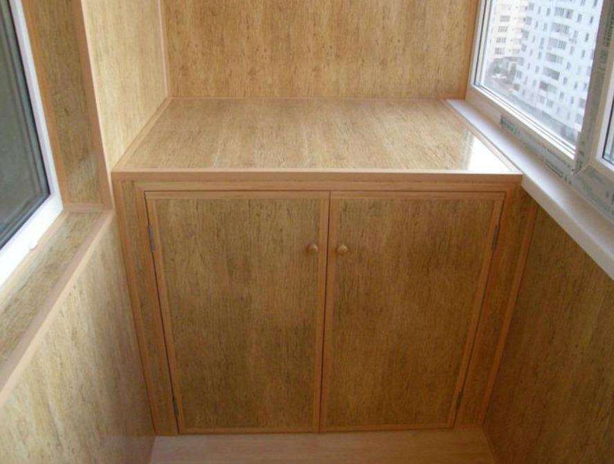 Ламинированное покрытие шкафа и полок