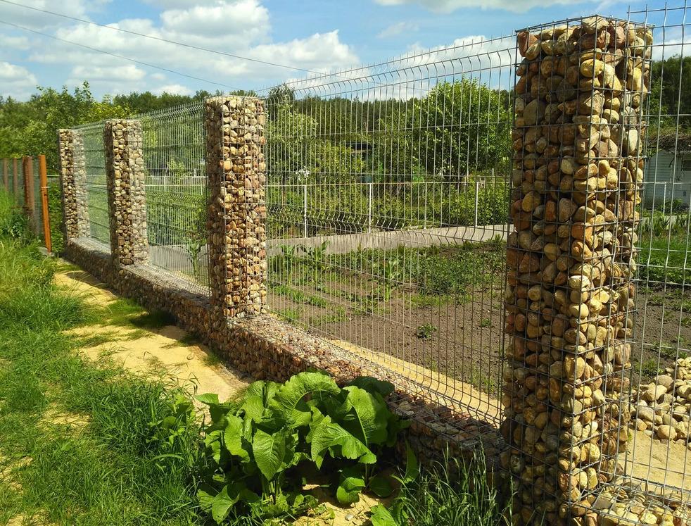 Отукрытый забор
