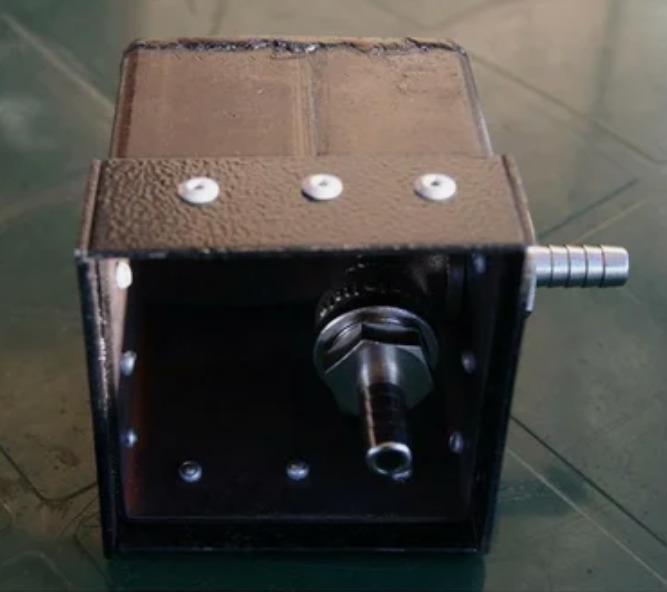 Крышка с эжектором