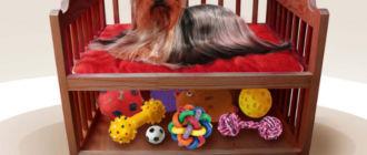 Лежанка для собаки с игрушками